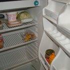 El congelador está formando hielo y gotea en el refrigerador
