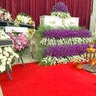 O que eu digo em um cartão de flores para um funeral?