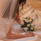 Cómo ajustar el velo de novia a una peineta