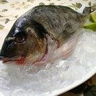 Cómo quitar el olor a pescado del pescado fresco