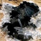Como limpar pedras preciosas brutas e quartzo fumê