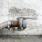 ¿Qué causa el ruido en las tuberías de agua?