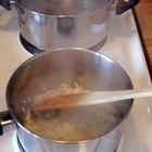 Como limpar as chapas do fogão com bicarbonato de sódio e detergente