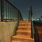 Cómo medir la altura del pasamanos de una escalera
