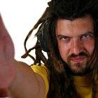 Como se vestir no estilo reggae com as roupas de seu armário