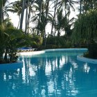 How to use chlorine bleach in a small swimming pool