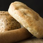 Como assar pão na churrasqueira