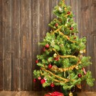 Cómo atar lazos y listones verticales para un árbol de navidad