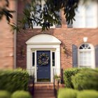 Cómo poner una fachada de ladrillo alrededor de puertas y ventanas