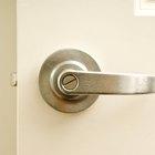 Cómo abrir el seguro de una puerta