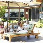 Maneras de bajo costo para dar sombra a un patio cubierto