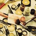 Cómo quitar las manchas de base de maquillaje de la tela