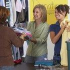 Cómo donar ropa a un refugio para personas sin hogar