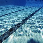 O que faz o fundo de uma piscina ficar áspero?