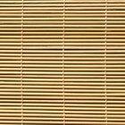Cómo usar una soga para enrollar una cortina de bambú en una cubierta