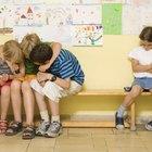 Cómo lidiar con los niños que excluyen a otro niño durante el juego