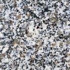 Qual deve ser a espessura do beiral de um tampo de granito?