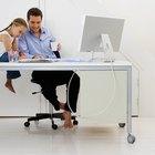 Cómo pintar un escritorio de madera de color blanco