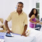 ¿Cuál es la forma adecuada de planchar una camisa de vestir de hombre de mangas largas?
