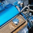 Como faço para instalar a mola da tampa do motor em um VW Fusca 1970?