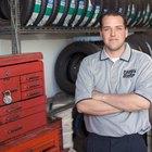 ¿Cuánto dinero gana un mecánico automotriz con una licenciatura de cuatro años?