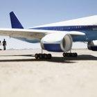Como converter o peso do combustível de aviação em litros