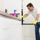 ¿Cómo limpiar suciedad o grasa adheridas en la puerta de vidrio del horno?