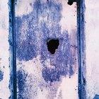 Cómo reparar un orificio en una puerta hueca