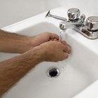 O que fazer se desinfetante para as mãos cair nos olhos?