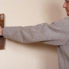 ¿Cómo hacer una pared de piedra falsa con yeso?