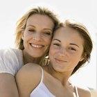 Madre e hija hacen actividades para adolescentes