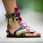 Como remover o mau cheiro de sandálias