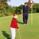 La mejor manera de enseñarle a tu hijo de 4 años a jugar golf