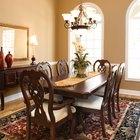 ¿Cuánto espacio libre debe tener una mesa de comedor de las paredes?