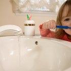 ¿Cuándo puede empezar a usar pasta dental a un niño?