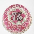 Cómo hacer centros de mesa para una fiesta de cumpleaños 75