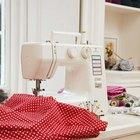 Mi máquina de coser omite puntadas múltiples al coser materiales gruesos