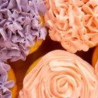 Como fazer forminhas de cupcakes de papel alumínio e assar com elas