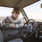 Como reparar um pequeno corte no estofado de seu carro