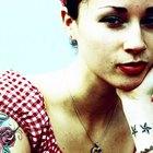 Como fazer a tinta vermelha da tatuagem permanecer sem desbotar