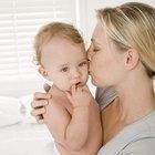 Cómo poner pañales de tela a un bebé