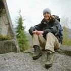 ¿Cómo me beneficia usar botas de excursionismo en vez de zapatos tenis en los senderos?
