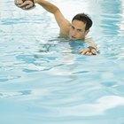 ¿Qué hacer si el agua de la piscina está lechosa?