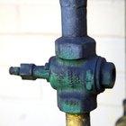Instrucciones para abrir la válvula de alivio de presión en un calentador de agua