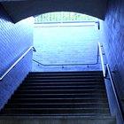 Cómo instalar el pasamanos  para una escalera en una pared de yeso