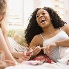 Cómo reparar una mesa que tiene quitaesmalte de uñas derramado sobre ella