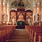 Cómo darles la bienvenida a la iglesia a los invitados durante los anuncios