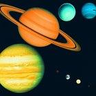 ¿Qué características comparten los planetas internos que los externos no?