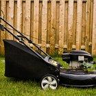 O que faz um cortador de grama soltar fumaça?