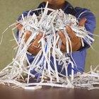 A melhor forma de cortar e triturar o papel para formar polpa